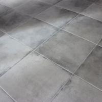 Le carrelage gris au sol, un indémodable